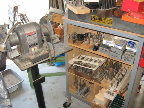 Bridgeport Type Vertical Mill With Accessories