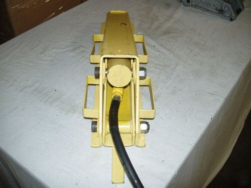 Dual agricultural tractor tire bead breaker